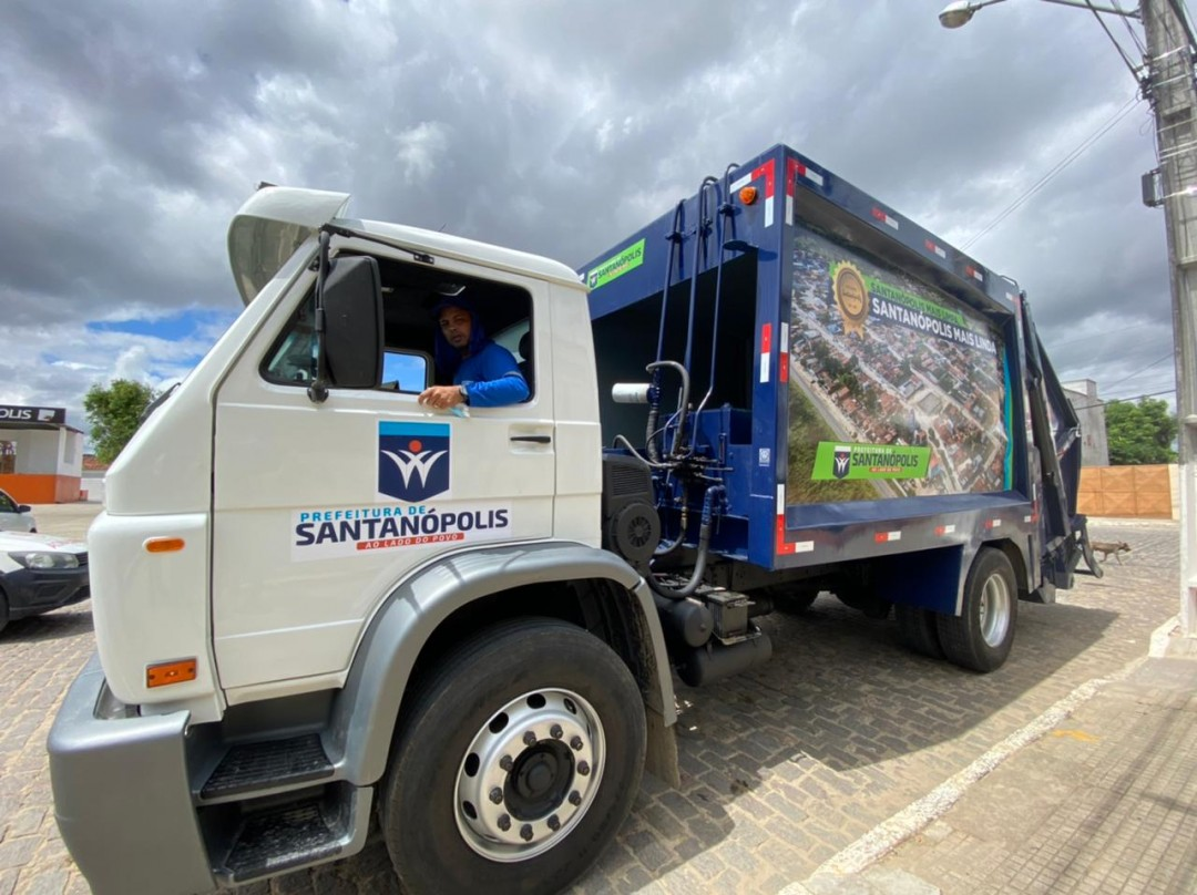 Santanópolis adquire Caminhão compactador de lixo